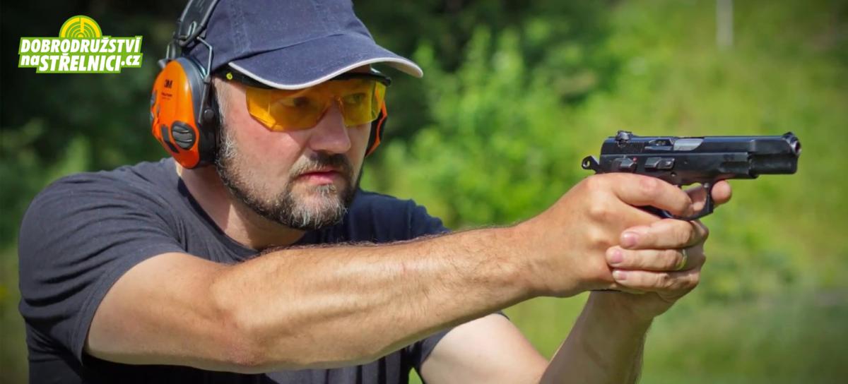 Střílení z oblíbených zbraní na střelnici včetně nábojů